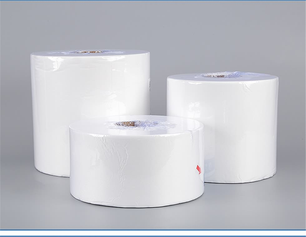 white industrial wipe roll-3